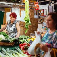 Local Mercado Tour with Picnic in Ciutadella Park