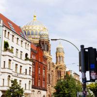 Berlin's Wall & Main Historical Spots Tour by Bike