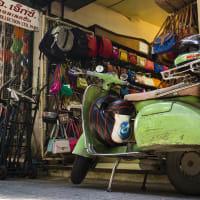 Tuk Tuk Journey to Thai Temples & Markets