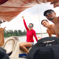 Island Cruising Wakeboarding Tour with Floating Restaurant Lunch