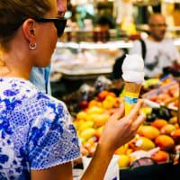 Market tour and picnic in Ciutadella Park