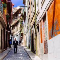 Contrasts of Porto - Classic Tiles & Urban Art