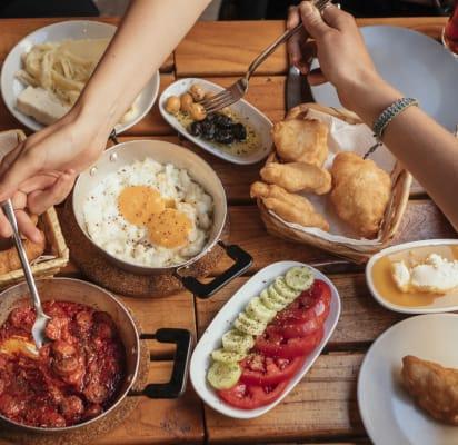 Türkisches Frühstück Mit Einem Chefkoch