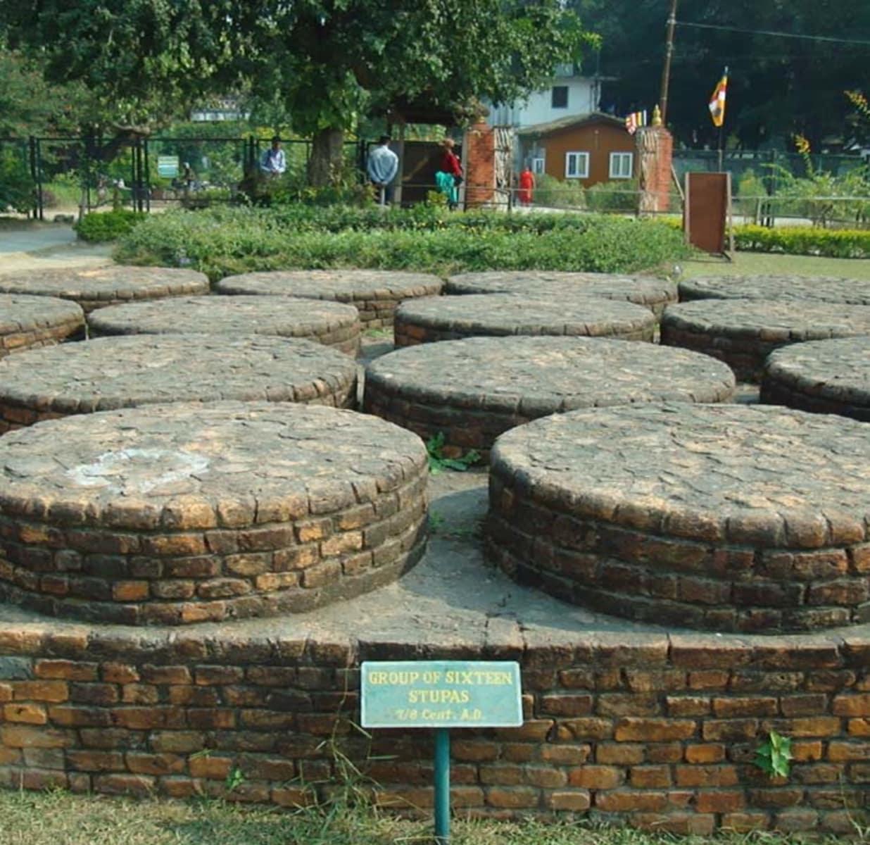 Katmandou (népalais : काठमाडौं (kāṭhamāḍauṁ), काठमान्डु (kāṭhamānḍu).